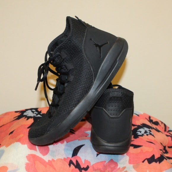 Jordan Women 9 5 Or Men 8 Black 834064 020 Reveal